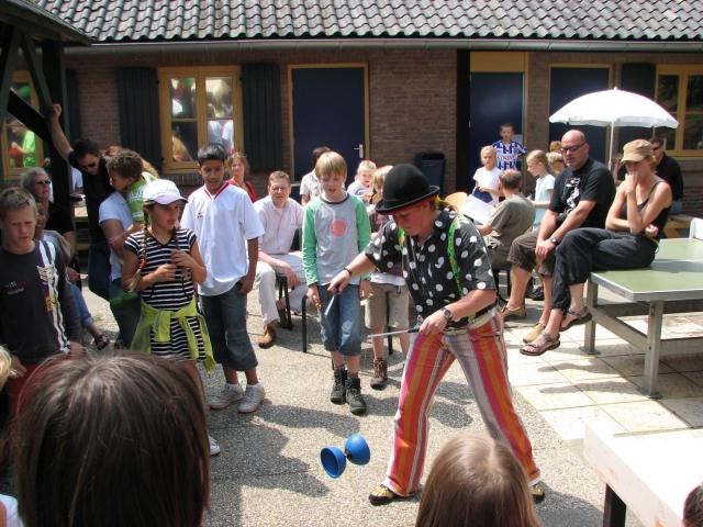Diabolo act Clown Kiko in Overasselt.
