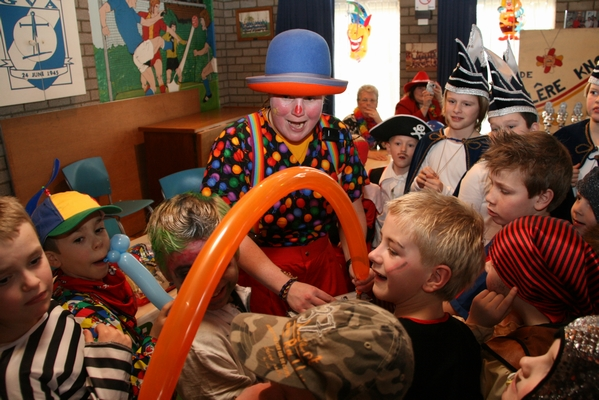 Clown kiko optreden met carnaval in Doornenburg