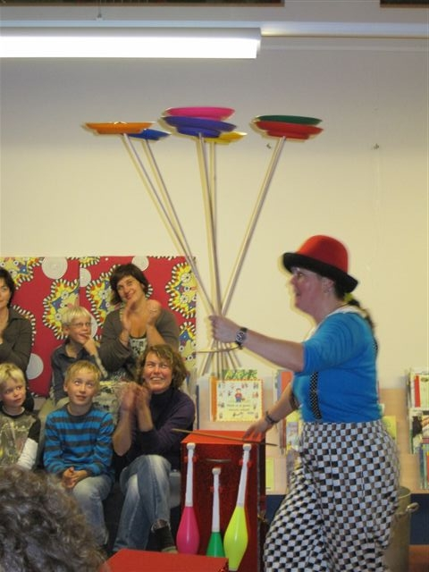 Kindertheater Kiko Voorstelling IN DE SOEP - 7 borden in 1 hand!